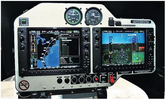 Мониторы в кабине самолёта